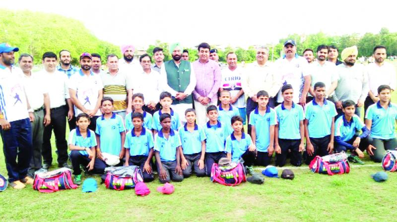 Rana Gurmeet Singh Sodhi and others with the Under-12 Baseball team