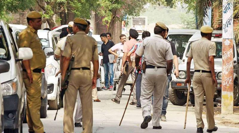 Delhi Police personnel landed on the streets against lawyers