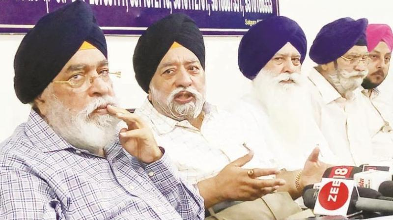 Sarna brothers during press confrence