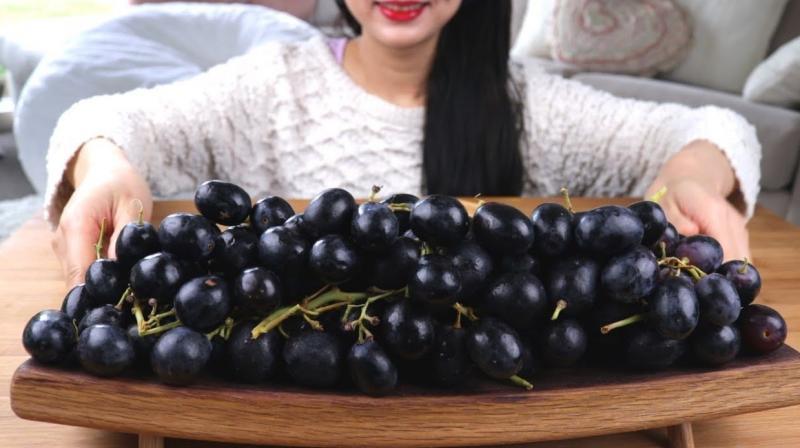Black grapes should be eaten during pregnancy