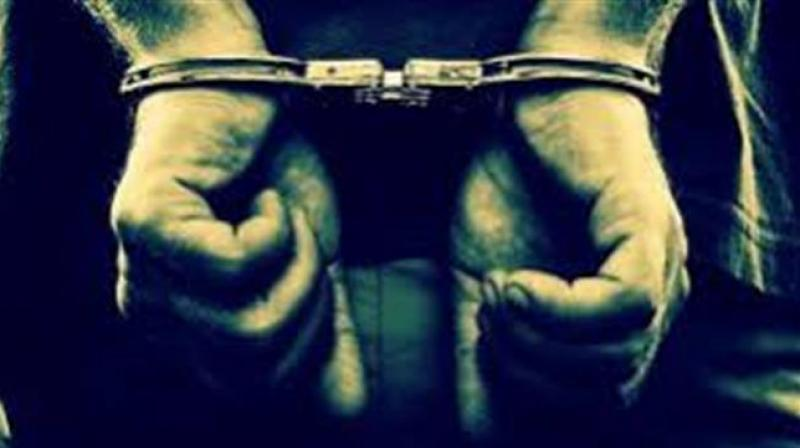 In the bus stand, the heroin was arrested for the arrest