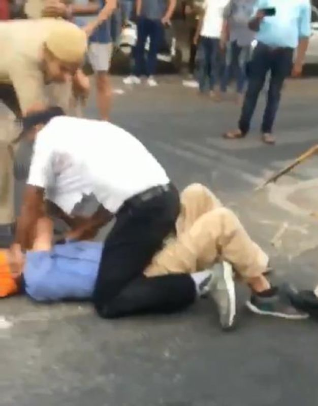 Sikh auto driver and his son were brutally thrashed by Delhi Police