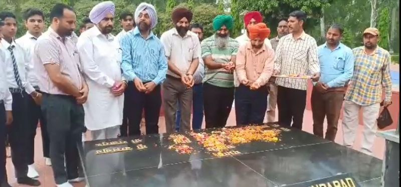 People tribute on Martyr's birth anniversary