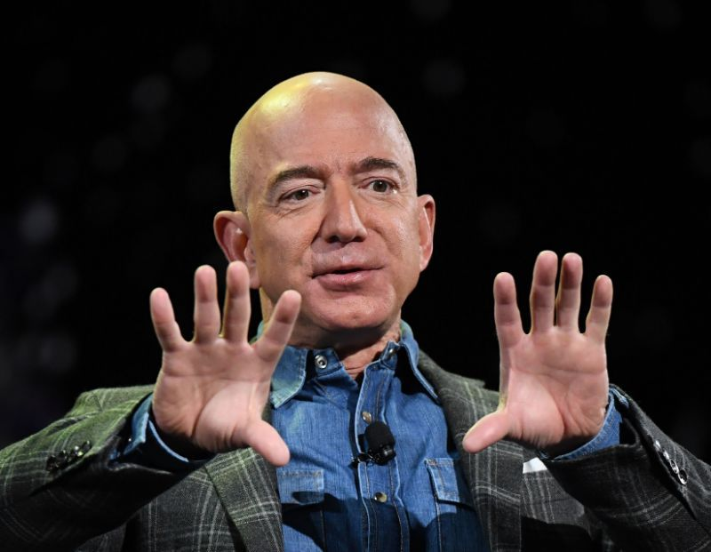 Jeff Bezos In Amazon Prime Video Event In Mumbai With Shahrukh Khan