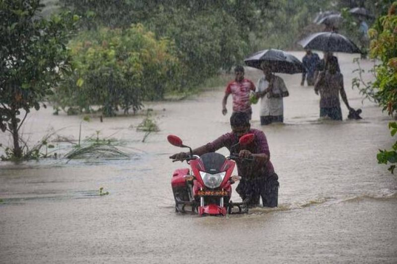 Rain, flood, landslides hit normal life in india