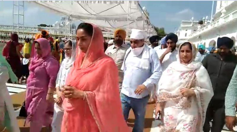 Badal family arrives at Sachkhand Sri Harmandir Sahib to pay obeisance