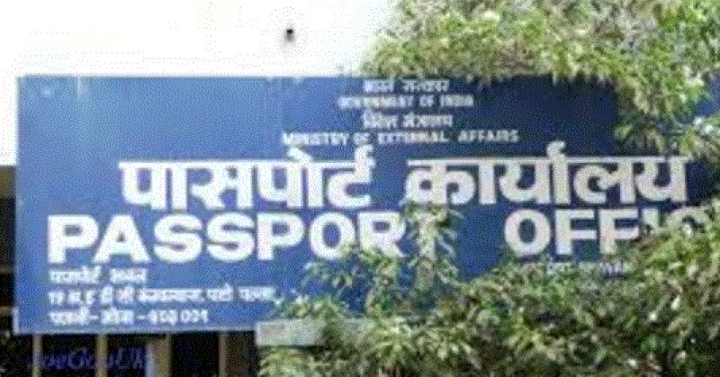 At passport office Gujarat, Sikh person take down his turban and take photo
