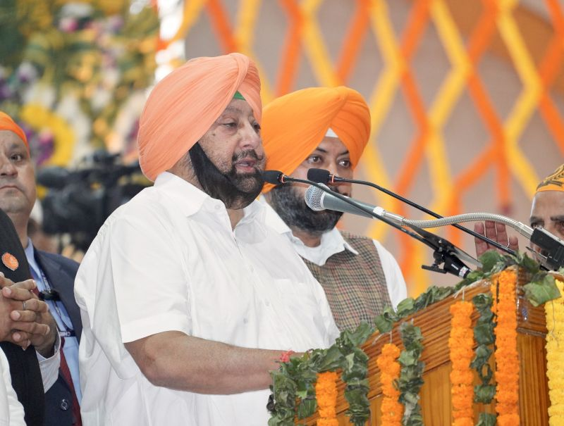 Captain Amarinder Singh addressing the Sangat on the occasion of 550th Prakash Purb